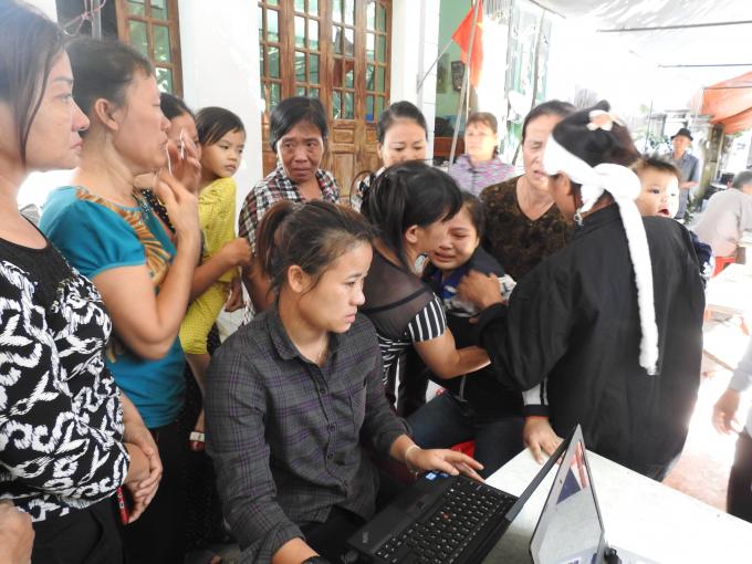 Lễ tang phóng viên Đinh Hữu Dư: Truy tặng Bằng khen trong nước mắt