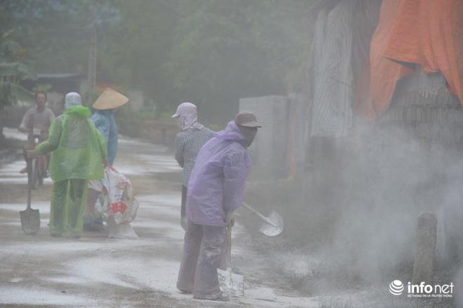 Công tác khắc phục môi trường sau ngập lụt. Ảnh: Infonet