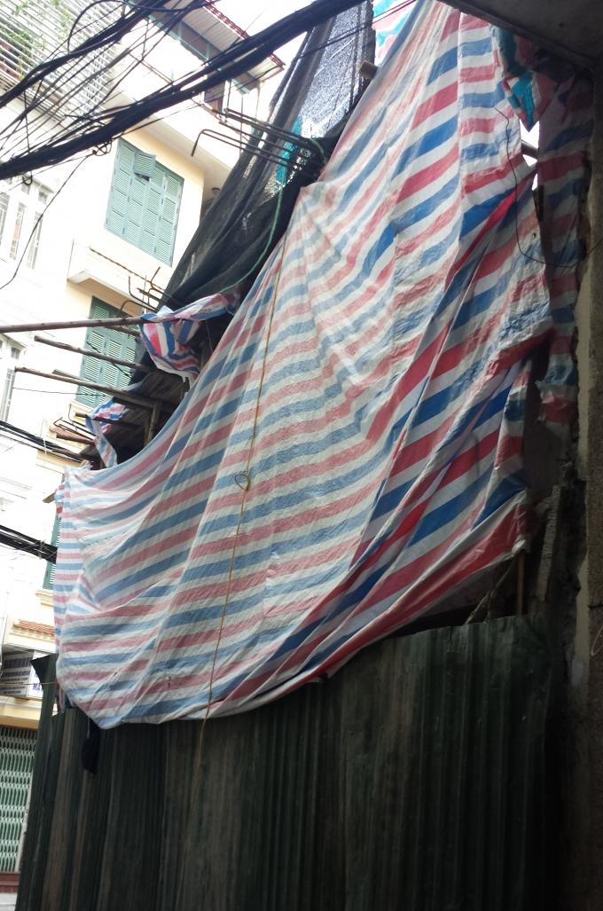Công trình số 26 Hội Vũ, phường Hàng Bông, quận Hoàn Kiếm đã được đổ mái tầng hai (ghi nhận của phóng viên ngày 2/8/2016).