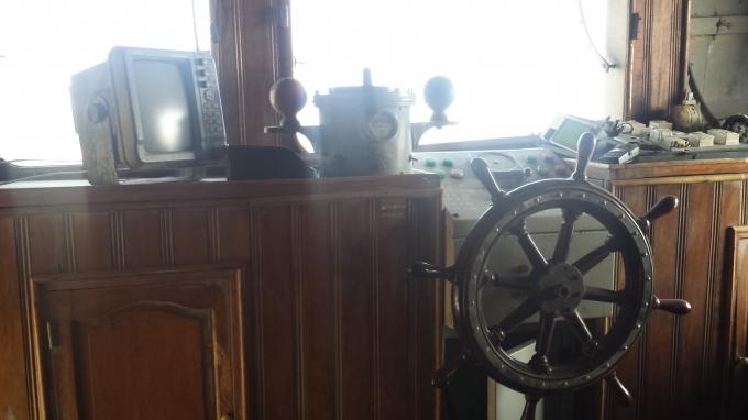 Thiết bị trên tàu bị hỏng hết.