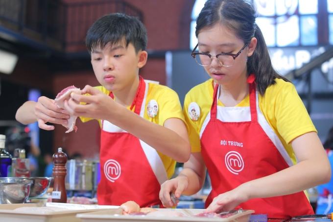 Thanh Hải và Phương Linh gặp chút mâu thuẫn khi làm việc nhóm. T
