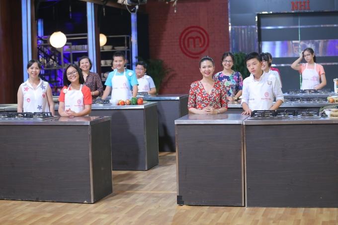 Các thí sinh sẽ có mẹ làm phụ bếp.
