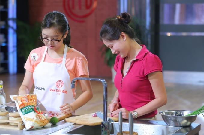Phương Linh và mẹ.