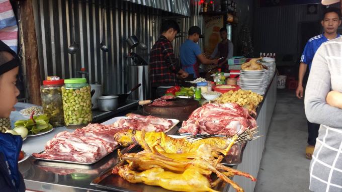 Thịt thú bày bán công khai, phản cảm ở chốn tâm linh chùa Hương