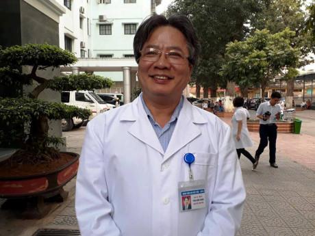 GS.TS Trần Bình Giang- GĐ BV Việt Đức vui mừng chia sẻ về sự thành công của ca ghép tạng phức tạp (Ảnh: Thùy Linh).
