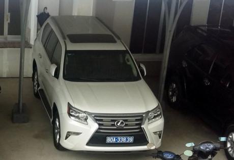 Một trong hai chiếc Lexus giá trị hơn 3 tỉ được Cty Công Lý tặng tỉnh Cà Mau.
