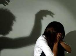 Thời gian gần đây xảy ra nhiều vụ hiếp dâm trẻ em. Anh minh hoạ.