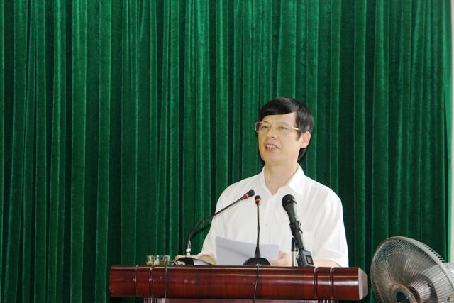 Chủ tịch UBND tỉnh Thanh Hóa Nguyễn Đình Xứng trả lời doanh nghiệp Chiến Thắng. Ảnh: Hồng Đức