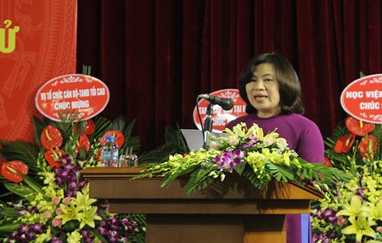 Đồng chí Nguyễn Thúy Hiền, Phó Chánh án TANDTC, Trưởng ban Ban Chỉ đạo công tác Thông tin - tuyên truyền TAND phát biểu tại buổi lễ.