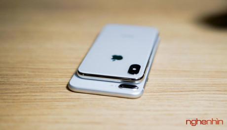 Cận cảnh iPhone X màu trắng và so dáng với iPhone 8 Plus
