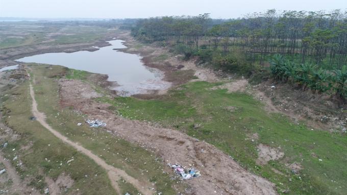 Mộ phần diện tích đất thầu trongkết luận Thanh tra số 1346/KL-UBND về việc quản lý, sử dụng đất Bãi Cát năm 2016, năm 2017 của UBND xã Đại Tự.