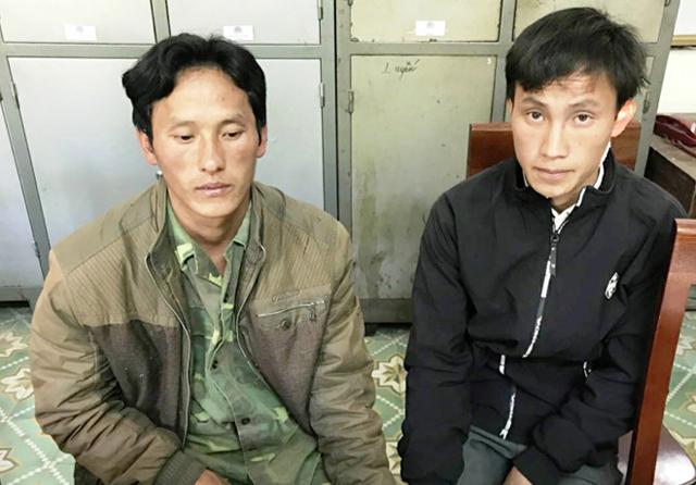 Hai đối tượng Xồng và Khù bị bắt giữ khi dùng hung khí tấn công cảnh sát để giải cứu đối tượng Vừ Y Rùatrốn lệnh truy nã.