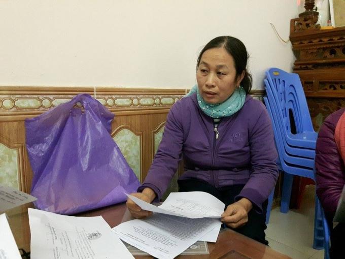 Bà Quý trình bày nội dung đơn thư với PV.
