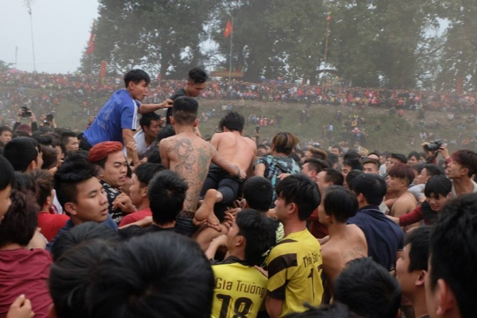 Lễ hội cướp phết đã trở thành một cuộc hỗn chiến.