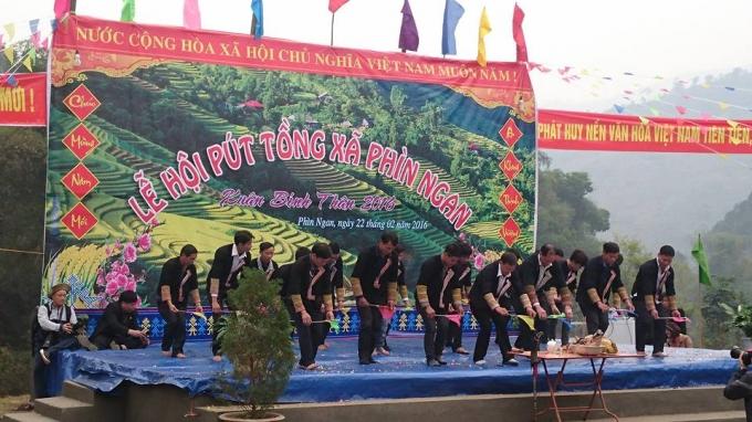 Độc đáo Lễ hội Bút Tồng của người Dao xã Phìn Ngan. Ảnh: Hoàng Diệp.