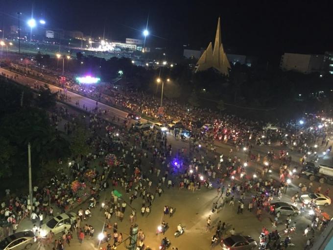 Đông đảo người dân Lào Cai đến tham gia lễ khai mạc. Ảnh: N. Tuấn.