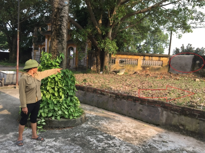 Việc cán bộ thôn tự ý bịt lối vào chùa và san phẳng khu đất trước chùa làm sân bóng truyền khiến người dân bức xúc.
