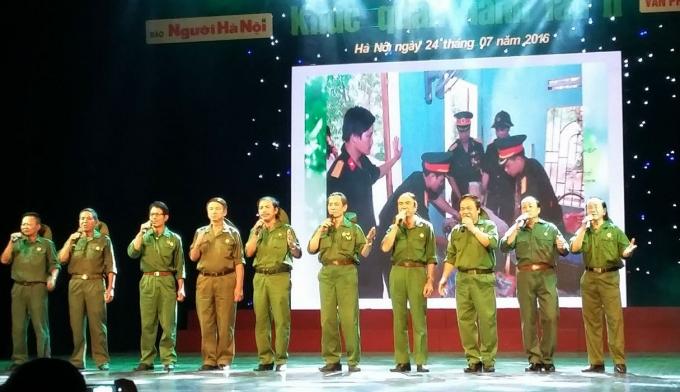 Các nghệ sỹ tham gia chương trình thể hiện những ca khúcca khúc về cách mạng, những bài ca đi cùng năm thắng.
