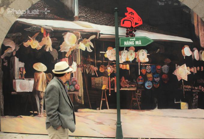 Phố Hàng Mã là một trong những hàng phố nằm trong khu phố cổ Hà Nội. Nơi đây có nghề thủ công truyền thống làm đồ mã dùng cho công việc cúng lễ và đồ trang trí bằng giấy