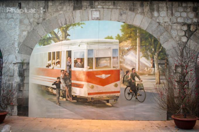 Hình ảnh tàu điện leng kengtàu điện leng keng gợi nhắc cho những người dân Hà Nội về ký ức của thời bao cấp vốn đã lùi vào dĩ vãng.