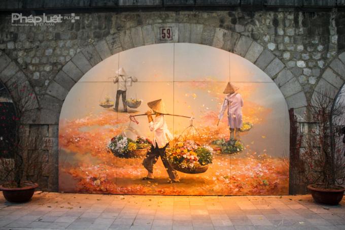 Những gánh hoa len lỏi khắp các phố phường khi thành phố vừa thức giấc đãtrở thành một vẻ đẹp riêng chỉ có thể bắt gặp ở Hà Nội