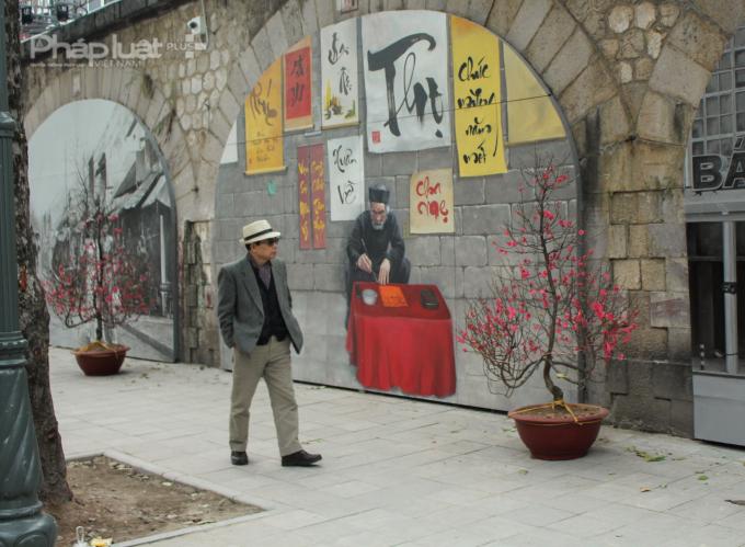 Hiện tại, đang có 17 tác phẩm tranh trên trên vòm cầu tại tuyến phố Phùng Hưng truyền tải thông điệp về về một Hà Nội ngàn năm văn hiến