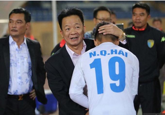 """Bầu Hiển gây sốc, vung """"tiền tấn"""" thưởng sao U23 Việt Nam"""