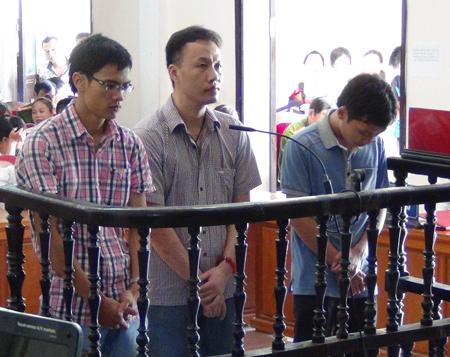Các bị cáo Đặng Nam Hải, Nguyễn Tiến Dũng và Nguyễn Văn Phúc tại phiên tòa. (Nguồn: Dân trí)