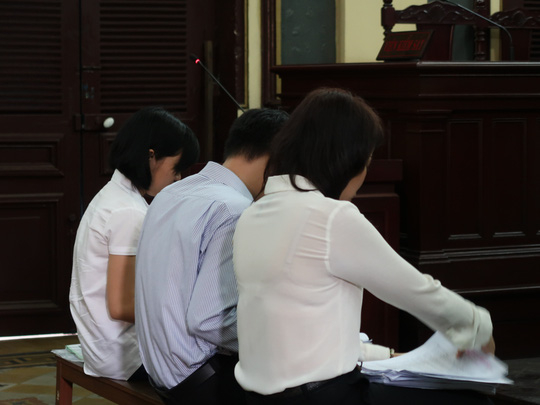 Huỳnh Thị Trinh (ảnh phải) cùng hai đồng phạm. (Nguồn: NLD)