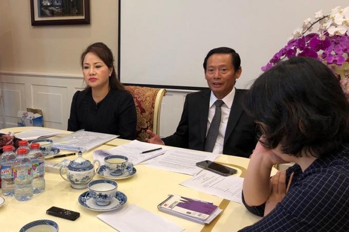 Bà Bình và luật sư Phan Trung Hoài. (Nguồn: PLO)