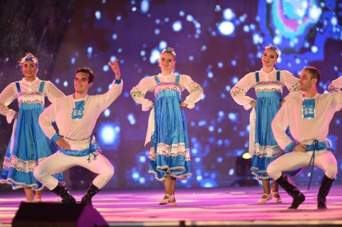 Liên khúc dân vũ đặc sắc của các nghệ sĩ đoàn nghệ thuật Nga.