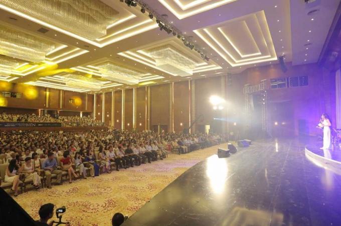 Với dàn âm thanh ánh sáng hiện đại, sức chứa 1500 khách, Trung tâm hội nghị Quốc tế FLC Quy Nhơn là nơi diễn ra nhiều sự kiện văn hóa giải trí quy mô lớn.