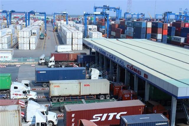 Hàng nghìn container phế liệu đang tồn đọng tại các cảng biển Việt Nam.