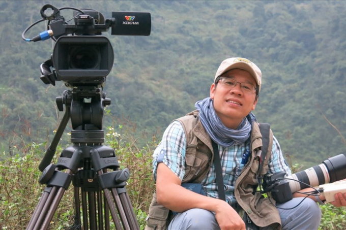 Nhà báo Đỗ Doãn Hoàng trong những lần tác nghiệp
