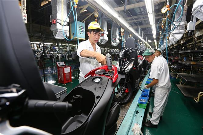 Dây chuyền lắp ráp xe ô tô tại Công ty Honda Việt Nam (vốn đầu tư của Nhật Bản) tại Vĩnh Phúc.