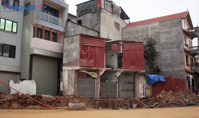Người dân thừa nhận ngôi nhà có hình dạng méo mó nhưng sau thu hồi gia đình còn bao nhiêu đất thì xây như thế