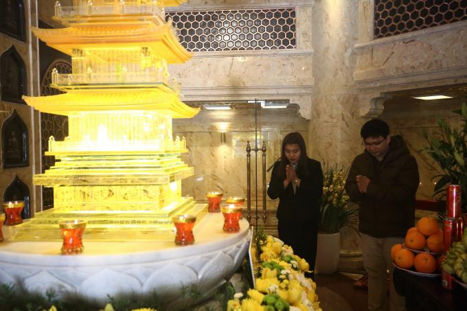 Trong lòng Đại tượng Phật, nơi đặt Ngọc Xá lị Phật được ốp đá hoa cương nhập khẩu từ châu Âu. Đây có lẽ cũng là nơi đặt xá lợi Phật cao nhất và đặc biệt nhất Việt Nam.
