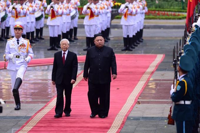 Tổng Bí thư, Chủ tịch nước Nguyễn Phú Trọng đón Chủ tịch Triều Tiên Kim Jong-un (ảnh: Nguyễn Trung)