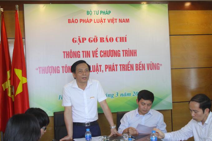 Ông Vũ Hoàng Diệp -Phó Tổng Biên tập Báo Pháp luật Việt Nam công bố thể lệ cuộc thi