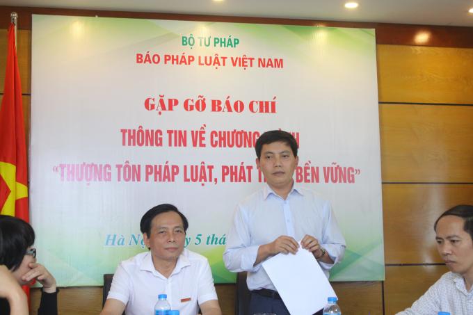 Phó Tổng Biên tập Báo Pháp luật Việt Nam ông Trần Đức Vinh trả lời một số câu hỏi liên quan đến thể lệ cuộc thi.