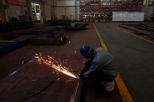 Công nhân trong một nhà máy của Trung Quốc