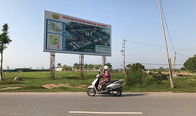 Thủ tướng yêu cầu đối với các dự án BĐS không triển khai, để đất hoang hóa hoặc triển khai chậm thì kiên quyết thu hồi theo quy định của pháp luật về đất đai. Trong ảnh là dự án Khu đô thị mới Thanh Lâm-Đại Thịnh 2 (huyện Mê Linh, Hà Nội) vẫn trong cảnh hoang tàn, bỏ hoang nhiều năm nay.