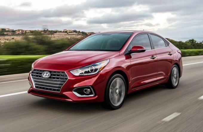 Bổ sung trang bị, Hyundai Accent 2019 tăng giá bán.