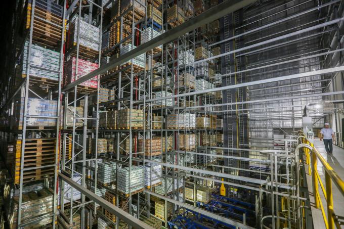 Một góc của Kho thông minh tại nhà máy Mega, được thiết kế và xây dựng bởi công ty Schafer của Đức, vận hành hoàn toàn tự động