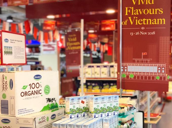 Sản phẩm sữa tươi Organic của Vinamilk tại chương trình giới thiệu các sản phẩm Việt Nam đến người tiêu dùng Singapore vào năm 2018
