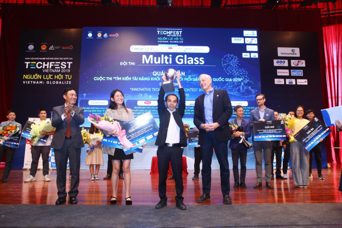 Trao giải Nhất cuộc thi Tìm kiếm tài năng khởi nghiệp đổi mới sáng tạo quốc gia 2019 cho đội MultiGlass