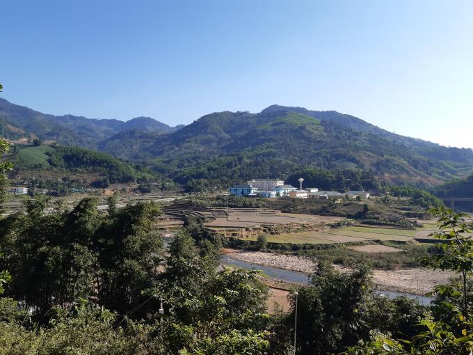 Huyện Sơn Tây chưa có trụ ATM cũng như ngân hàng thương mại.