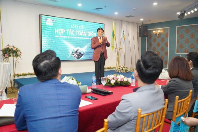 Đại biểu tham dự - Ông Nguyễn Quý Đại - Tổng biên tập tạp chí giao thông 24 giờ phát biểu tại buổi lễ