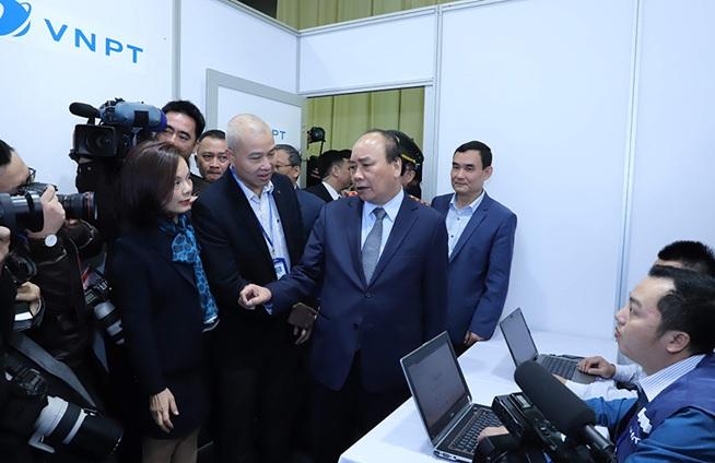 Thủ tướng Chính phủ Nguyễn Xuân Phúc đến kiểm tra công tác chuẩn bị của VNPT tại sự kiện Hội nghị Thượng đỉnh Mỹ - Triều Tiên vào tháng 2/2019