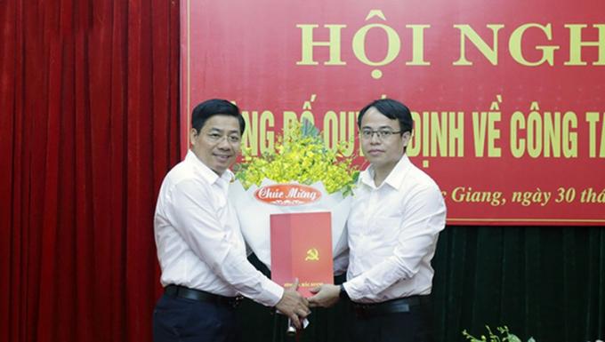 Trao quyết định bổ nhiệm ông Nguyễn Văn Dũng là tân Bí thư huyện ủy Việt Yên